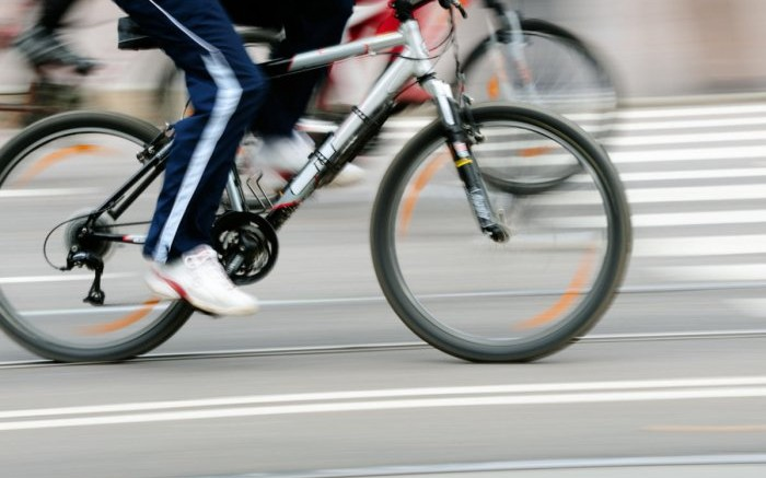 velosipedist-v-smolenske-slomal-zhenshchine-rebra-122239